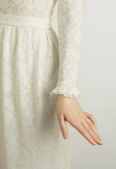 белое повседневное платье , трикотажное платье
