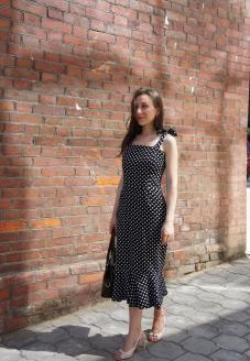 Платье в горошек вид издали - пошив одежды