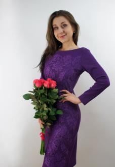 Элегантное платье фиолетового цвета вид спереди - пошив одежды