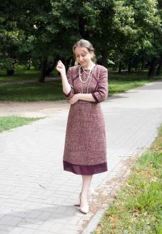 стиль Шанель, платье в стиле шанель ,повседневное платье, классический стиль, лучшее ателье в минске ,  индивидуальный пошив,красивое платье , нарядное платье ,платье с юбкой полусолнце , бордовое платье , твидовое платье